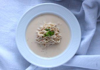 エノキと鮭の豆乳スープパスタ風