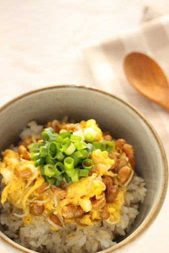 納豆としらすのたまご丼