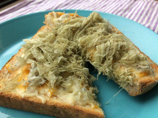 しらすチーズトースト とろろ昆布のせ