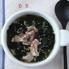 豚肉とワカメのおかず中華スープ